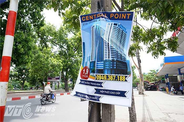 Chiêu thức quảng cáo này chưa biết có mang hiệu quả hay không tuy nhiên bộ mặt đô thị lại trở nên nhếch nhác xấu xí vô cùng khi những tấm biển xanh đỏ rách nát xuất hiện tràn lan khắp các con phố.