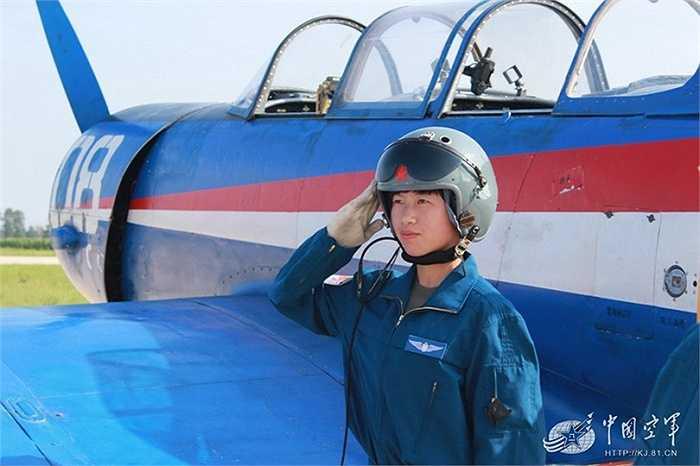 Các nữ phi công lái máy bay chiến đấu ở Trung Quốc được huấn luyện chương trình giống với nam giới