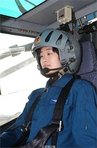 Ngoài việc lái thành thạo, các nữ phi công này còn phải thực hiện các khoa mục huấn luyện thực chiến để nâng cao khả năng