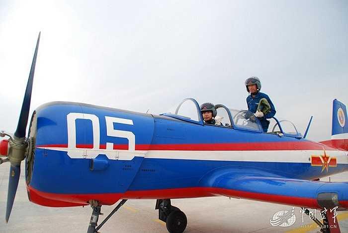 Các nữ phi công phải vượt qua những vòng thi cả về văn hóa, thể lực, kỹ năng