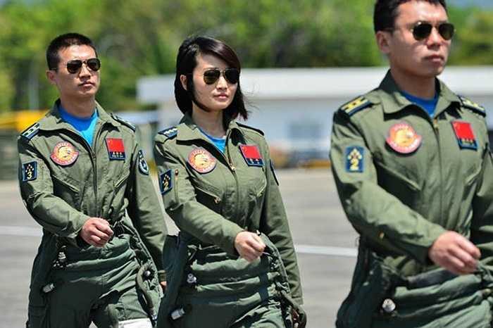 Nữ phi công Trung Quốc lần đầu xuất hiện trong triển lãm