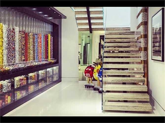 Một nhà kẹo trong biệt thự cũng là một trong những sở thích của những siêu đại gia yêu thích đồ ngọt. Họ sẵn sàng chi 200.000 USD (gần 4,5 tỷ đồng) để xây một khu nhà kẹo như trên.