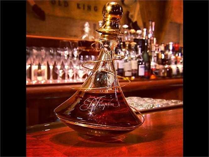 Họ cũng thường thích uống một ly cognac giá 760 USD (khoảng 16,5 triệu đồng) tại King Cole Bar ở St. Regis New York. Chưa hết, họ có thể mua cả chai 1 lít giá khoảng 7.000 USD (khoảng hơn 152 triệu đồng)