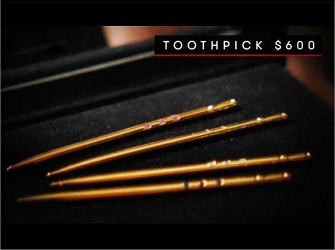 Tăm xỉa răng bằng vàng trị giá 600 USD (khoảng 13 triệu đồng) cũng là một trong những món đồ yêu thích của những người siêu giàu. Ngoài ra họ còn thích ống hút giá 850 USD (18,5 triệu đồng) hoặc dây giày 15.000 USD (326 triệu đồng)