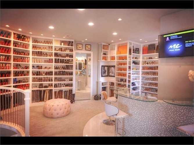 Những người siêu giàu còn có những 'tủ quần áo' lớn bằng cả một ngôi nhà, rộng hơn 270 mét vuông và có 3 tầng riêng biệt.