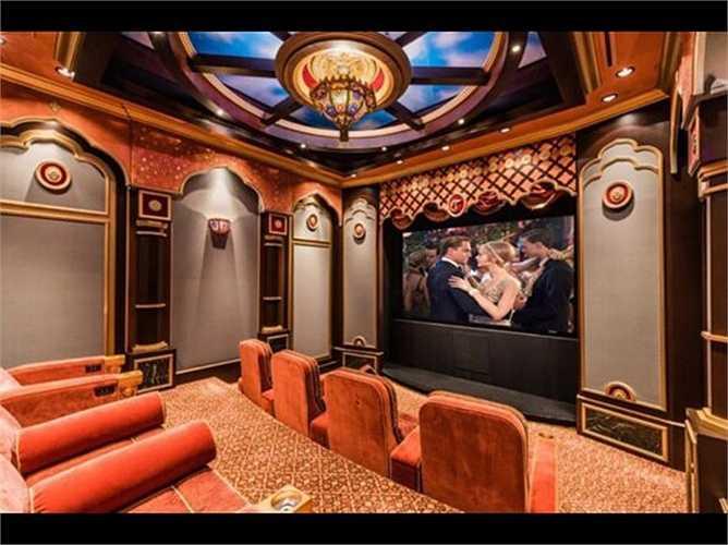 Một 'món đồ chơi' không thể thiếu trong những ngôi nhà của người siêu giàu là một rạp hát riêng biệt, trong đó có những rạp hát trong nhà giá 2,5 triệu USD (khoảng gần 55 tỷ đồng).