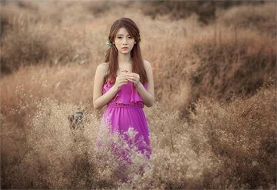 Giao mùa khiến thiếu nữ cảm thấy trong lòng có nỗi buồn bảng lảng.