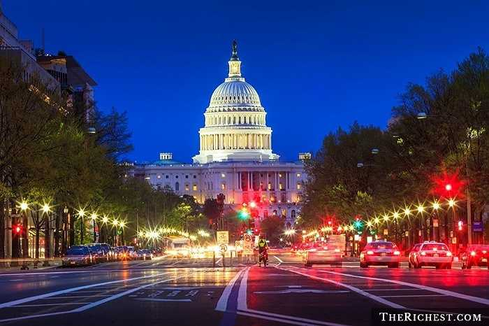 Hoa Kỳ/ GDP bình quân đầu người: 51.248 USD. GDP của Hoa Kỳ luôn luôn dẫn đầu thế giới với mức khoảng 18 nghìn tỷ USD. Tuy nhiên, hợp chủng quốc này có tới 321 triệu dân và khiến họ chỉ đứng thứ 6 trong danh sách các quốc gia giàu nhất thế giới