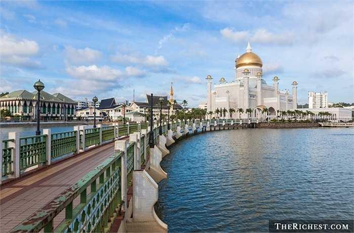 Brunei/ GDP bình quân đầu người: 55.111 USD. Một trong những quốc gia đang lo lắng nhất về tình hình kinh tế của mình do sự cạn kiệt dần về lượng dầu mỏ
