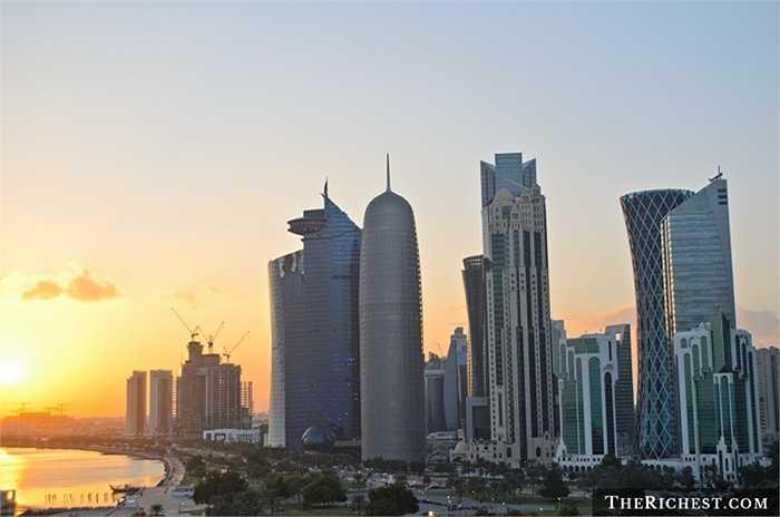 Qatar/ GDP bình quân đầu người: 105.000 USD. Không phải giải thích nhiều về vị trí số một trong danh sách. Qatar vốn đã quá nổi tiếng thế giới về số lượng và mức độ sành điêu, tiêu tiền như nước của các đại gia