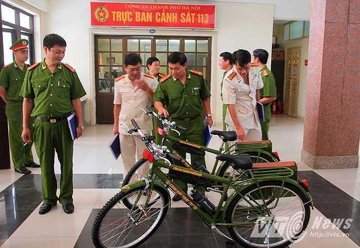 Sáng 12/8, Công an thành phố Hà Nội đã triển khai mô hình cấp xe đạp cho lực lượng cảnh sát trật tự đi tuần.