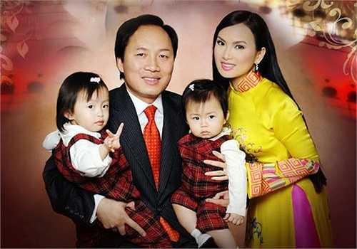Hiện tại, gia đình Hà Phương không chỉ sở hữu khối bất động sản khổng lồ mà còn cả dàn siêu xe khủng. Chính Chu hiện là giám đốc quản trị tài sản của Tập đoàn Blackstone, với những khoản đầu tư từ 250 triệu (khoảng 5 nghìn tỷ đồng) đến 1,5 tỷ USD (khoảng hơn 31 nghìn tỷ đồng)