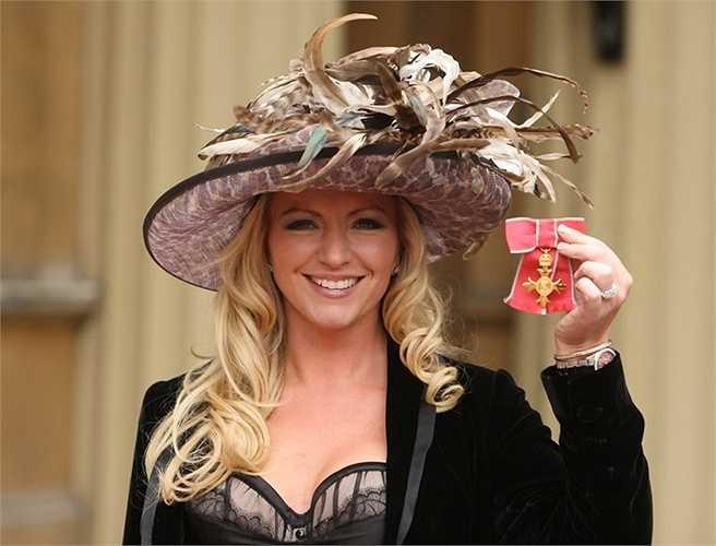 Michelle được Anh phong tước OBE nhờ những đóng góp cho kinh doanh