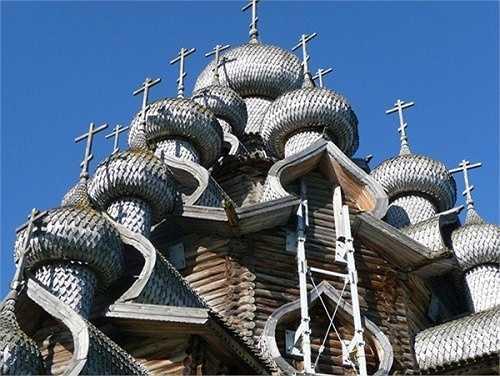 Nhà thờ lớn này cao khoảng 37m được làm hoàn toàn bằng gỗ là một trong những công trình làm bằng gỗ cao nhất thế giới.