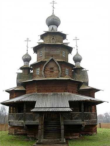 Một nhà thờ bằng gỗ khác nằm Nhà thờ ở Suzdal, một thị xã và trung tâm hành chính của quận Suzdalsky, tỉnh Vladimir, Nga.