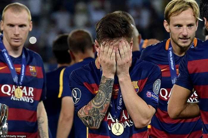 Messi hạnh phúc với thành công vừa giành được.