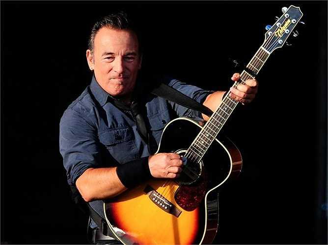 Jimmy Iovine cho rằng ca sĩ nổi tiếng Bruce Springsteen là người mà ông chịu ảnh hưởng mạnh mẽ nhất về phong cách. 'Lần đầu tiên nghe Bruce cất tiếng hát, tôi thực sự bị ấn tượng và từ đó hình ảnh của ông luôn xuất hiện trong tâm trí tôi' - Bruce Springsteen nói