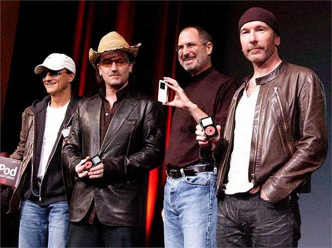 Iovine từng rất thân thiết với Steve Jobs, hồi năm 2004, ông thường đến thăm công ty Apple 2 lần mỗi tuần