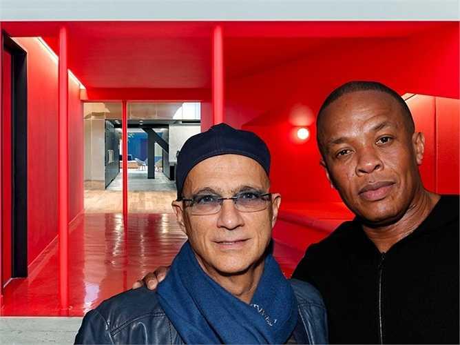 Năm 1989, Jimmy Iovine thành lập hãng thu âm Interscope và hoạt động vô cùng thành công. 2 bản hợp đồng sáng giá nhất của họ là Dr Dre và Snopp Dog