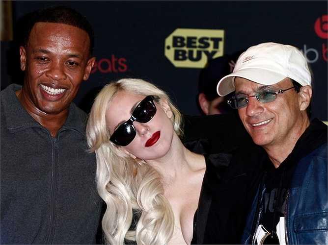 Mặc dù khởi đầu là một hãng thu âm chuyên về nhạc Rap, InterScope nhanh chóng 'lấn sân' sang nhiều thể loại khác như rock, pop, and R&B. Hiện nay, các ca sĩ Eminem, Lady Gaga, Lana Del Rey, Kendrick Lamar, và Madonna đều làm việc cho họ