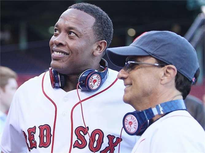 Iovine hợp tác với nam ca sĩ Dr.Dre để thành lập công ty Beats vào năm 2006 và ngay lập tức để lại dấu ấn với chiếc headphone đặc biệt