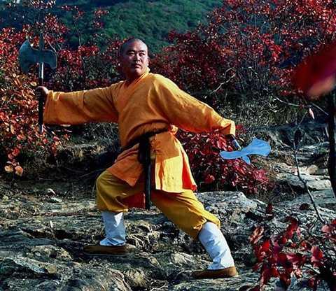 Hình ảnh được cho là phương trượng Thiếu Lâm Tự đang luyện võ