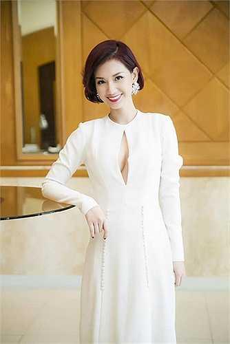 Quỳnh Chi thu hút mọi ánh nhìn với vẻ đẹp sang trọng