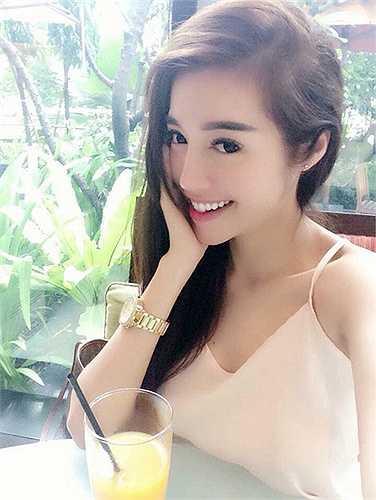 Nhan sắc không tuổi của Elly Trần