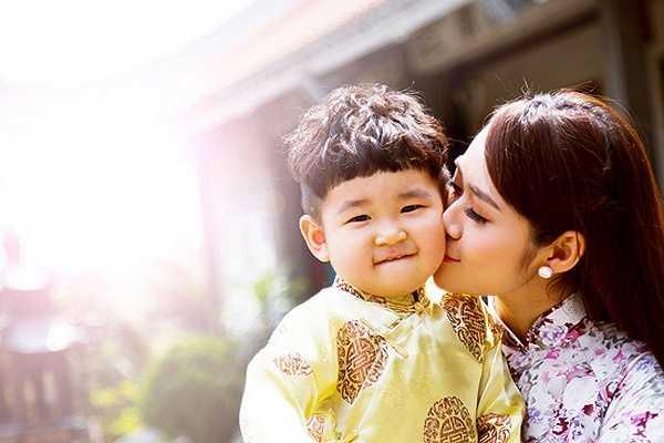Diệp Bảo Ngọc hạnh phúc bên con trai Minh Khang
