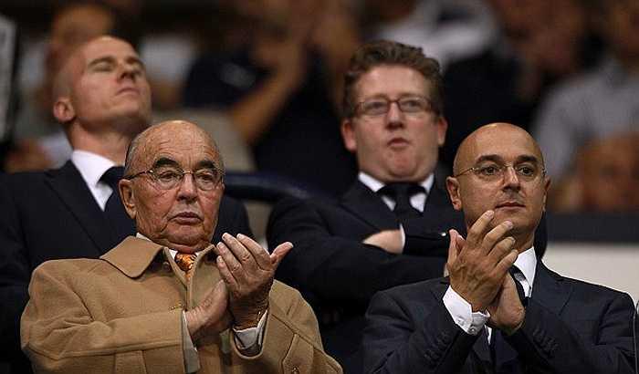 Chủ tịch Tottenham Joe Lewis xếp thứ 3 với khối tài sản 4,9 tỷ bảng.