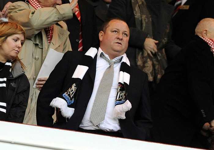 Mike Ashley - Chủ tịch của Newcastle - có khối tài sản trị giá 3,5 tỷ bảng, xếp thứ 5.