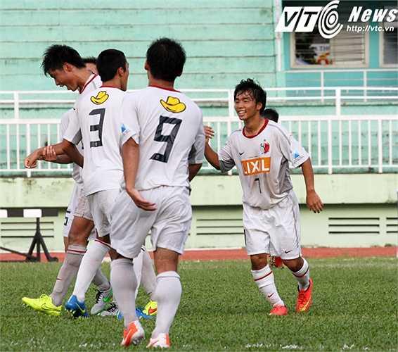 Chính điều đó đã giúp U18 Kashima Antlers có bàn thắng duy nhất ở phút 70, do công của Yuki Shikama (số 7), từ một tình huống thoát xuống đối mặt thủ môn sau pha chuyền bóng bằng đầu của Kakita bên cánh phải (Ảnh: Hoàng Tùng)