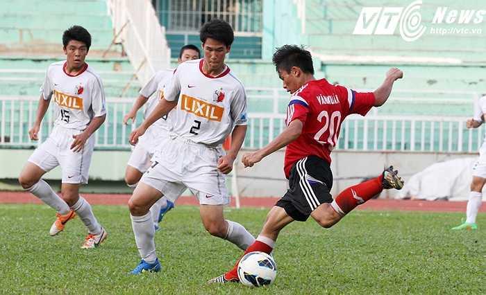 Ở lượt trận đầu tiên vòng bảng ASIA Champions Trophy 2015, U18 PVF đã hòa 1-1 với U18 Frenz United B Malaysia trên sân vận động Hang Tuah (Malaysia) ngày 8/8 (Ảnh: Hoàng Tùng)
