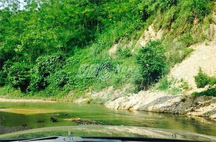 Những con suối gây khó khăn cho lực lực chức năng triển khai tìm kiếm hung thủ.