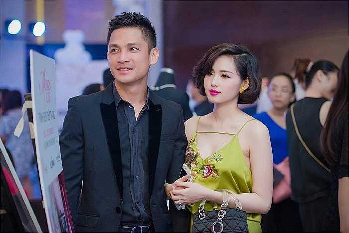 Những hình ảnh mới nhất của hot girl Hà Thành bên chồng thiếu gia khiến nhiều người không khỏi ngưỡng mộ cuộc sống viên mãn của người đẹp.