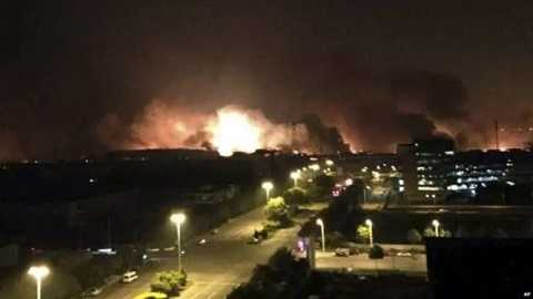 Quả cầu lửa khổng lồ bốc lên sau các vụ nổ