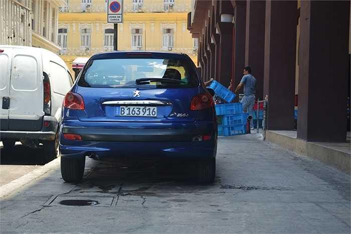 Xe Peugeot của Pháp rất được ưa chuộng, nhưng cũng không phổ thông vì giá rất đắt.