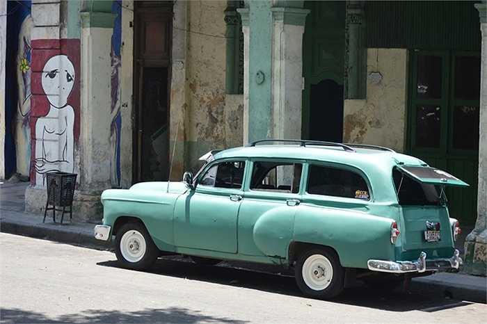 Có thể bởi giai đoạn bị cấm vận kinh tế kéo dài hơn 50 năm, không ai có thể bán xe vào Cuba