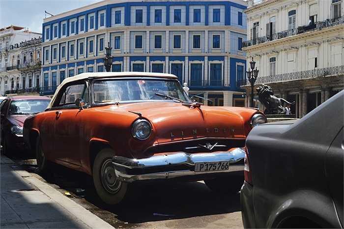 Câu chuyện về xuất xứ của những chiếc xe khá thú vị, khi một tài xế taxi kể rằng đa phần xe đều nhập vào Cuba theo cách: Hàng đổi hàng.