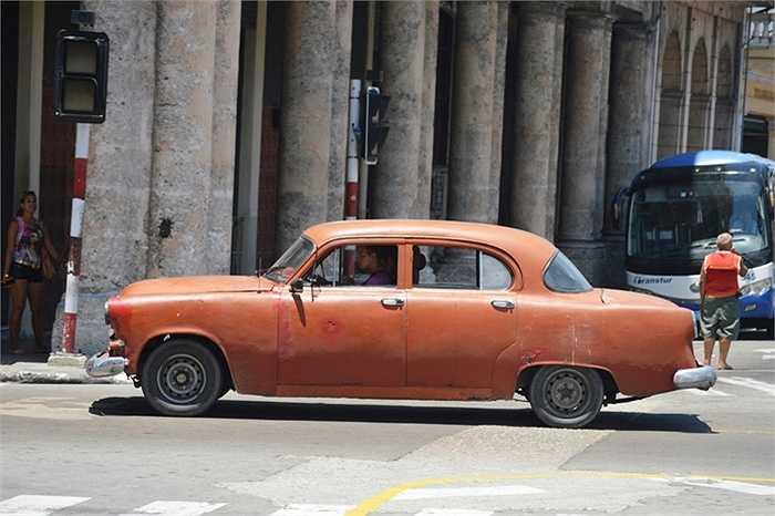 Câu chuyện thú vị khác là màu xe, dân Cuba không thích hai màu bán chạy nhất thế giới là màu bạc và màu đen.