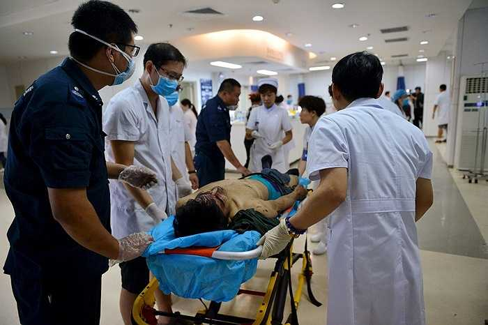 Trong khi đó, các bệnh viên khu vực đang trong tình trạng quá tải vì xử lý nhiều trường hợp thương vong đồng thời.