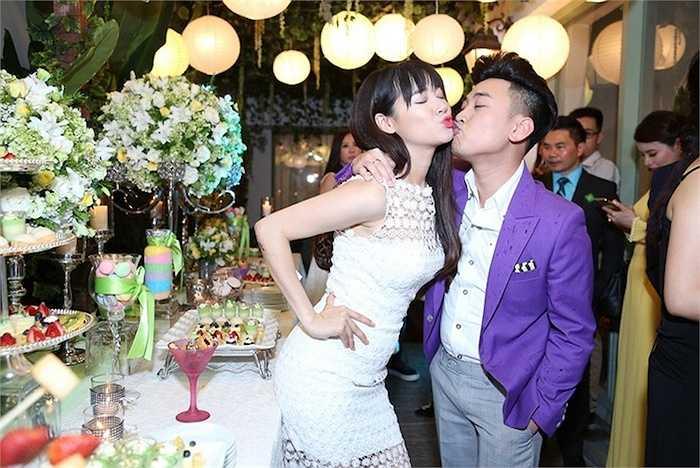 Cô vui vẻ tạo dáng với Don Nguyễn.