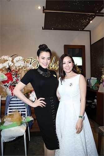 Hoa hậu Thu Hoài tỏ ra rất vui mừng vì cơ sở kinh doanh của mình đã tròn 10 năm tuổi.