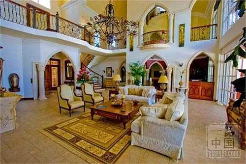 Sảnh lớn là nơi tiếp khách trong biệt thự.