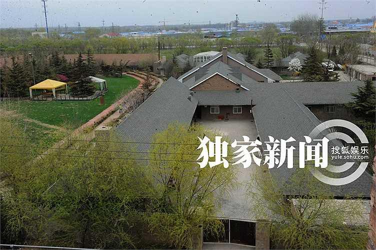 Khu dinh thự có tổng diện tích 4.500m2.