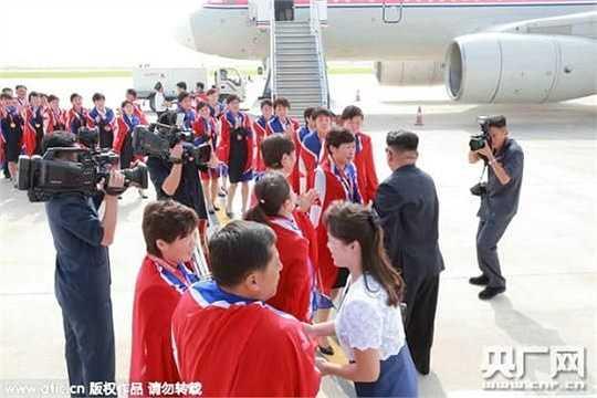 Chỉ cần một cái bắt tay, một cử chỉ khích lệ nhỏ của chủ tịch Kim cũng là điều hạnh phúc nhất cuộc đời nhiều cầu thủ bóng đá
