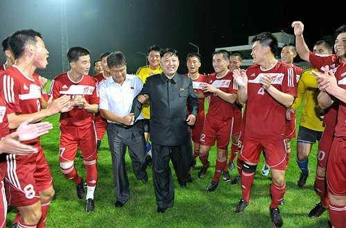 Nhiều cầu thủ bật khóc vì sung sướng khi được thấy chủ tịch Triều Tiên