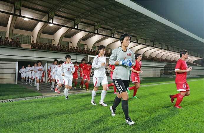 Do đó, ông đến xem cả những trận đấu tập của đội tuyển bóng đá nữ quốc gia