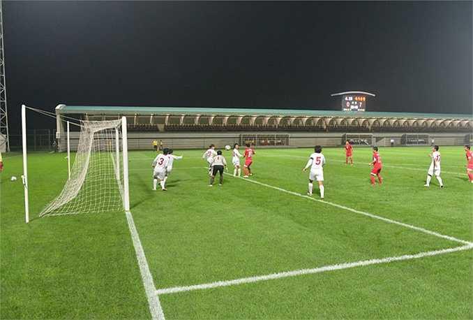 Đội tuyển bóng đá nữ quốc gia Triều Tiên tập luyện trước thềm ASIAD 17 ở Hàn Quốc năm ngoái đã nhận được chỉ thị đặc biệt của chủ tịch Kim.