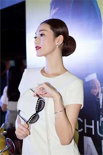 Khánh My tất bật tham dự cả hai sự kiện ra mắt phim Tổ chức bóng đêm và chương trình Người đẹp và lòng nhân ái